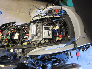 Photo under the seat from the Mark G installation of the MotoChello MC-200 motorcycle audio system on a BMW K1600